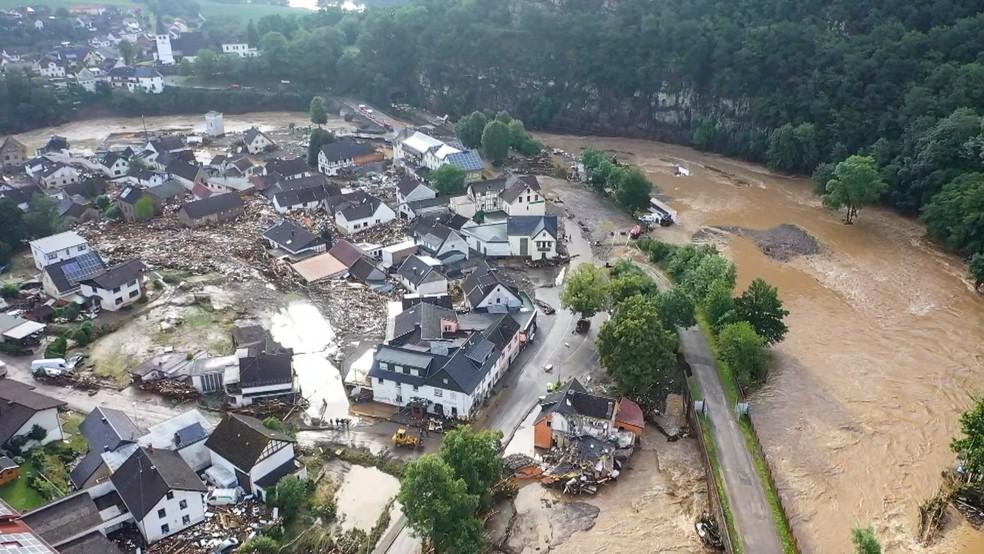 Devastação causada pela enchente do rio Ahr, na aldeia Eifel de Schuld, no oeste da Alemanha. Foto tirada com um drone em 15 de julho de 2021. — Foto: Christoph Reichwein/DPA via AP