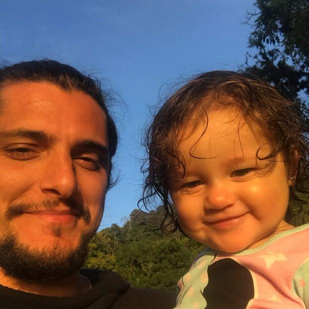 Bruno Gissoni com a filha, Madalena (Foto: Reprodução/Instagram)