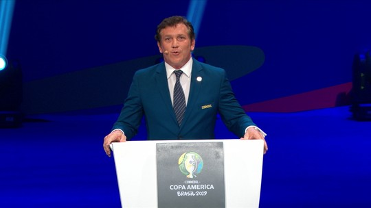Alejandro Domínguez, presidente da Conmebol, faz discurso de abertura do sorteio da Copa América 2019