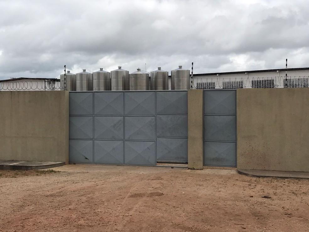 Fábrica e distribuidora de bebidas fica em São José de Mipibu, Grande Natal (Foto: Kleber Teixeira/Inter TV Cabugi)
