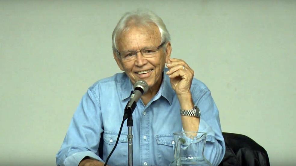 Paulo Bezerra é referência na tradução das obras de literatura russa para o português — Foto: Reprodução/Youtube