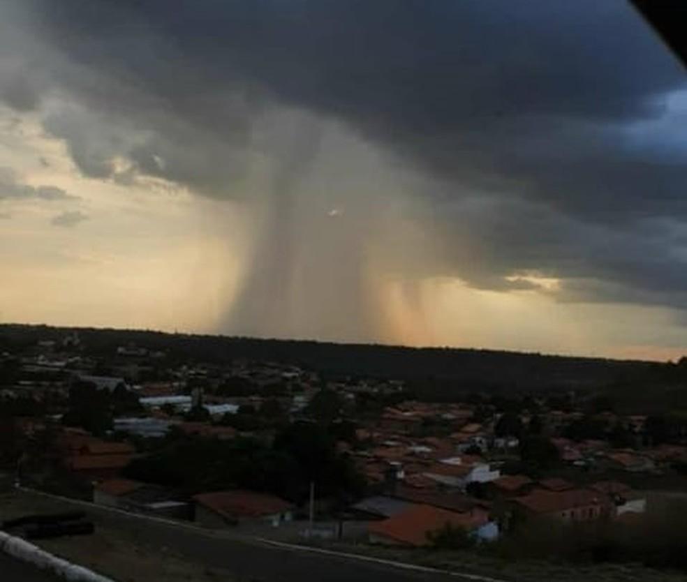 Tempestade registrada em Grajaú causou forte ventania — Foto: Redes sociais
