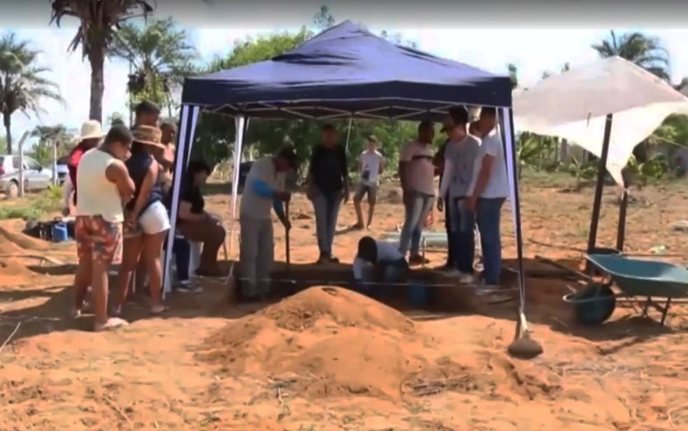 Agricultor encontra urna funerária da tribo Tupi-Guarani enterrada em sítio no norte da Bahia — Foto: Reprodução/TV São Francisco