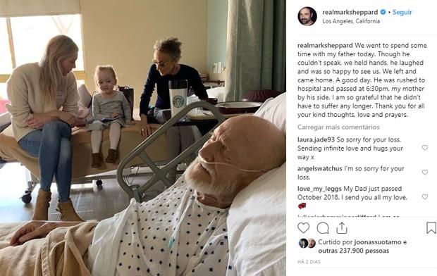 Mark Sheppard mostra o pai, William Morgan Sheppard, cercado pela família em seus últimos momentos (Foto: Reprodução/Instagram)