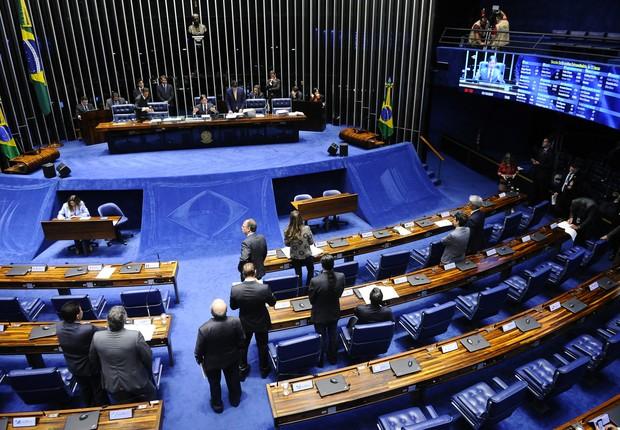 O presidente do Senado, Eunício Oliveira (PMDB-CE), preside sessão plenária (Foto: Marcos Oliveira/Agência Senado)