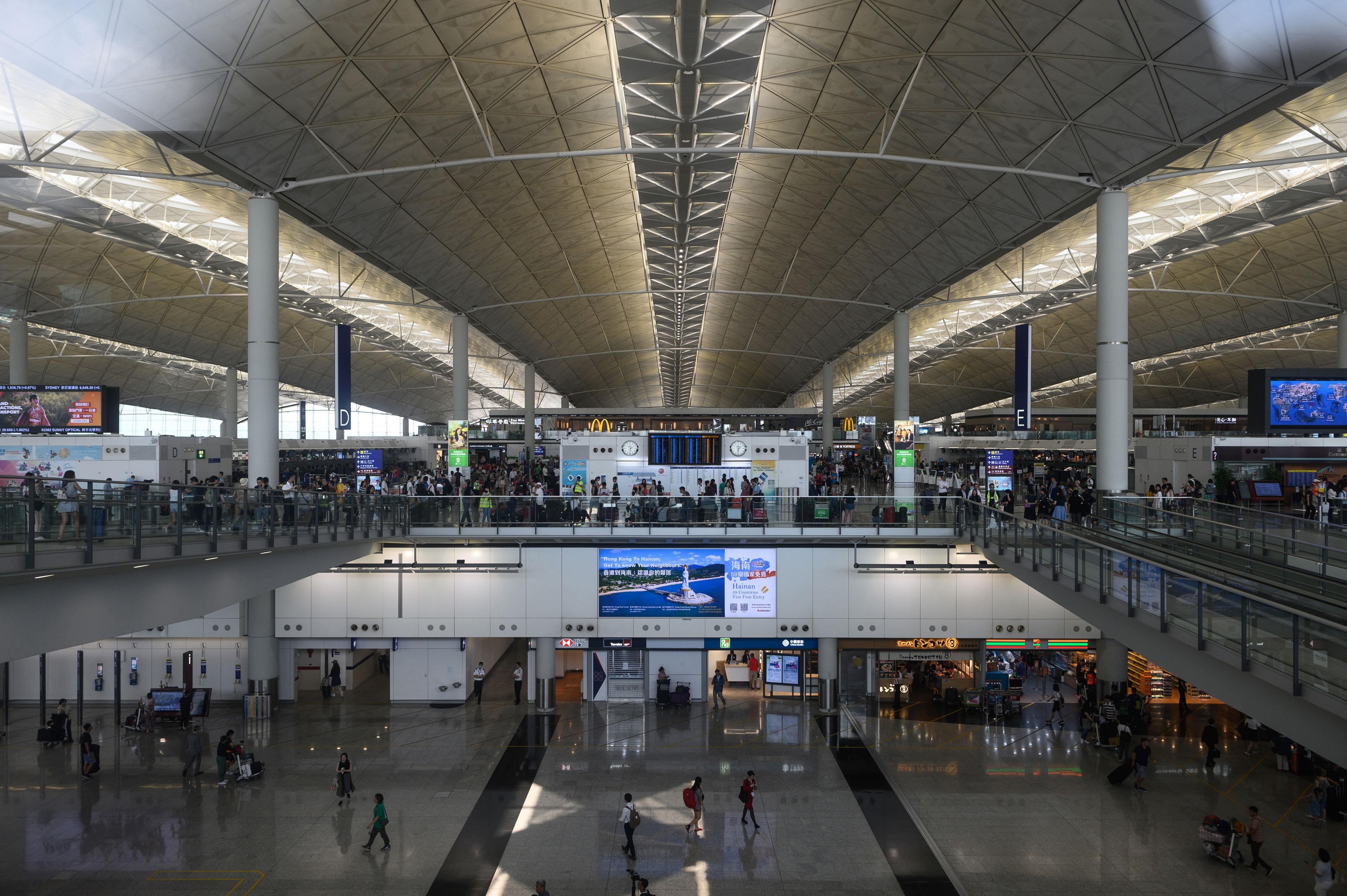 Aeroporto de Hong Kong vai retomar parcialmente a atividade em 1º de junho