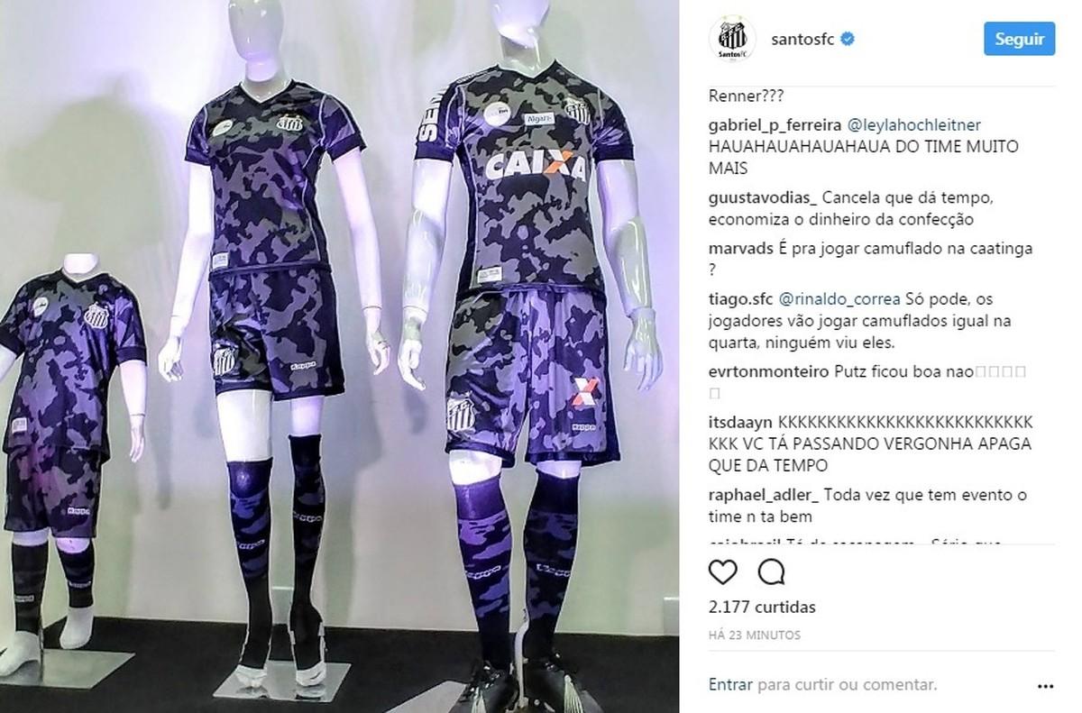 5bc6c21ff0 Torcedores criticam novo uniforme do Santos  veja repercussões ...
