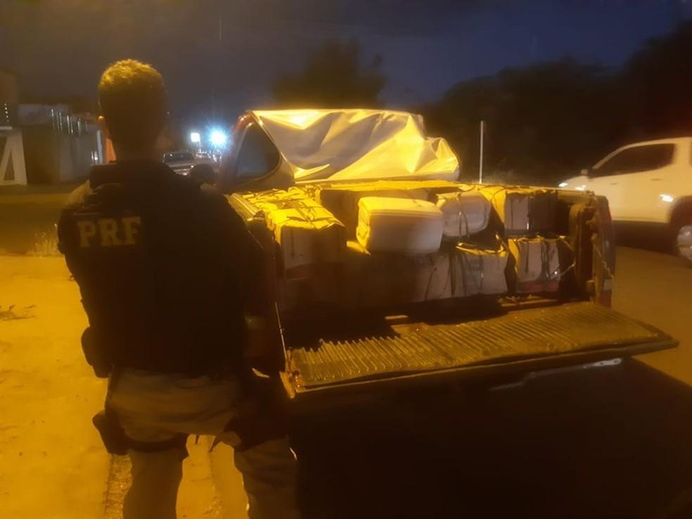 Polícia Rodoviária Federal apreende uma tonelada de queijo e 40 litros de manteiga no Piauí — Foto: Divulgação/PRF