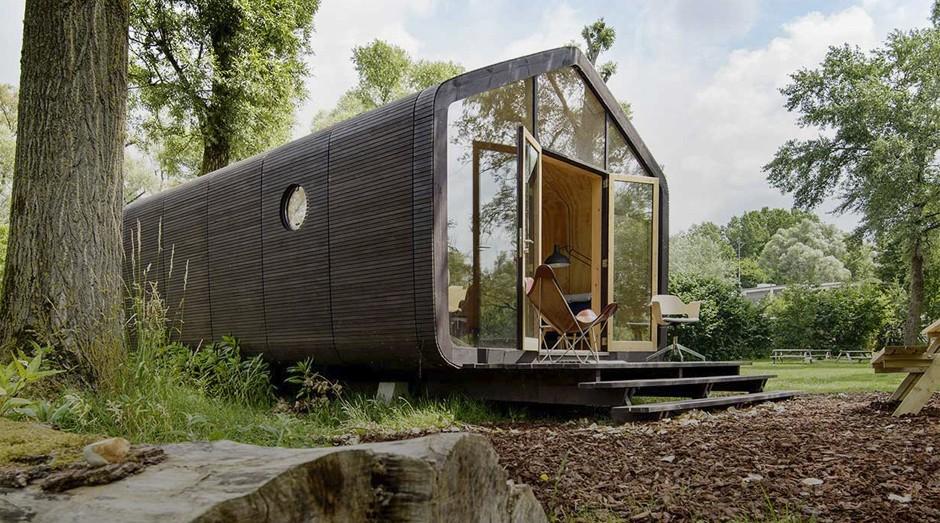 Casa é feita de papelão, mas suporta frio e calor (Foto: Divulgação )