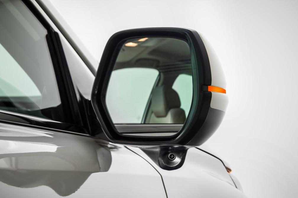 Honda CR-V 2018 tem câmera no retrovisor direiro (Foto: Honda/Divulgação)