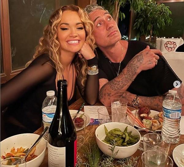 A cantora Rita Ora na festa de aniversário do namorado, o cineasta Taika Waititi (Foto: Instagram)