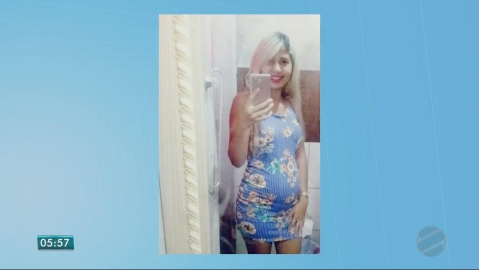 Viviane da Silva Ângelo, de 18 anos, estava grávida de sete meses e foi encontrada morta (Foto: TV Centro América)