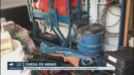 Armas e munições são apreendidas após caminhão tombar em Bebedouro, SP