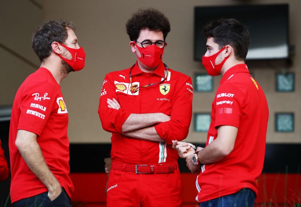Sebastian Vettel, Mattia Binotto e Charles Leclerc viveram 2020 turbulento na Ferrari — Foto:  Mark Thompson/Getty Images