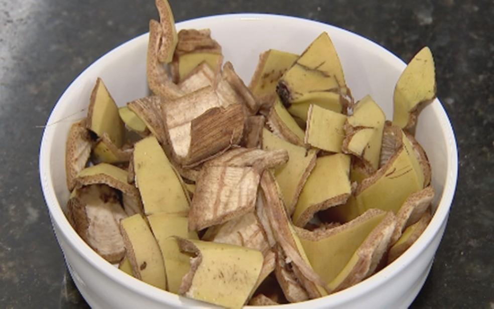 Casca da banana pode ser aproveitada para fazer pão. — Foto: Reprodução/TV TEM