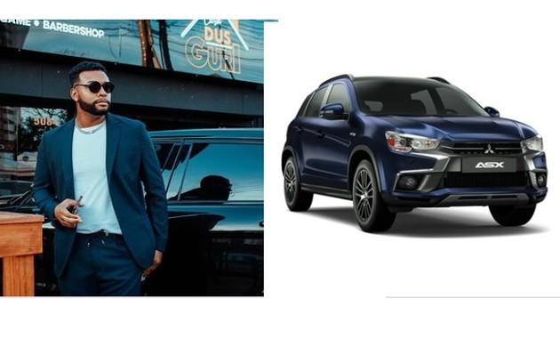 Nego Di posa em frente à sua Mitsubishi ASX. Carro é avaliado em R$ 130 mil (Foto: Reprodução)