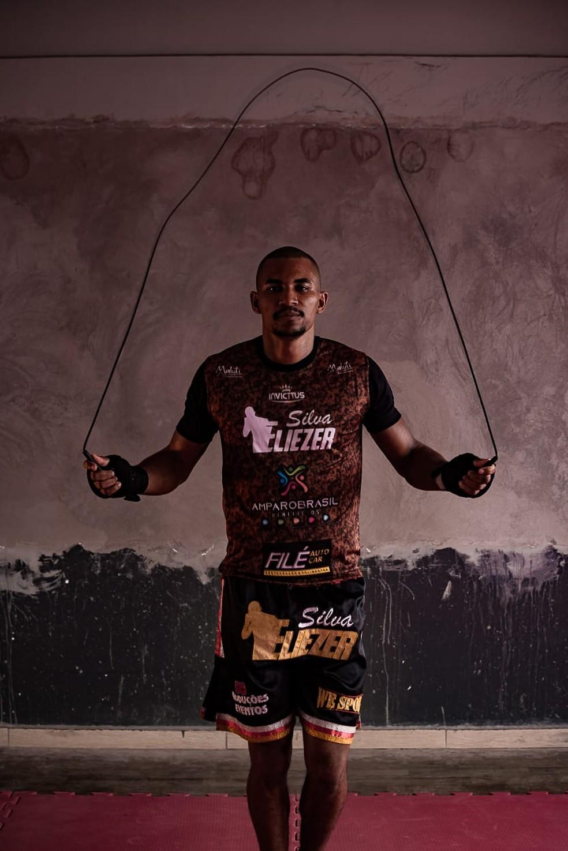 Eliezer Pinho da Silva tem 25 anos e é atleta profissional de kickboxing — Foto: Eliezer Pinho da Silva/Arquivo pessoal