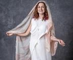 Milu (Zezé Polessa), uma das guardiãs, é dona de uma loja de produtos esotéricos e tem poderes sensitivos  | TV Globo