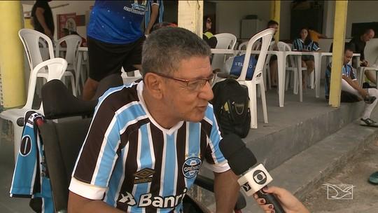 Com presença de Jardel e Kléber Pereira, torcedores fazem Gre-Nal para ajudar campeão do mundo com o Grêmio