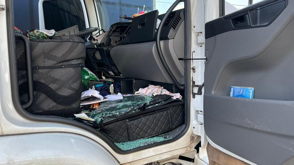 Carreta roubada foi encontrada em posto de combustível em Nova Odessa — Foto: Dise Americana/Divulgação