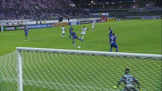 Análise: Cruzeiro perde gás no 2º tempo e não consegue se desgrudar de luta contra o Z-4