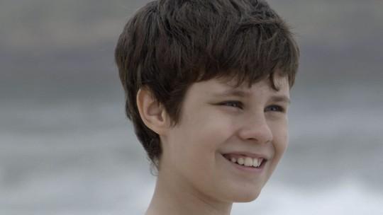 Alex fica deslumbrado com a praia