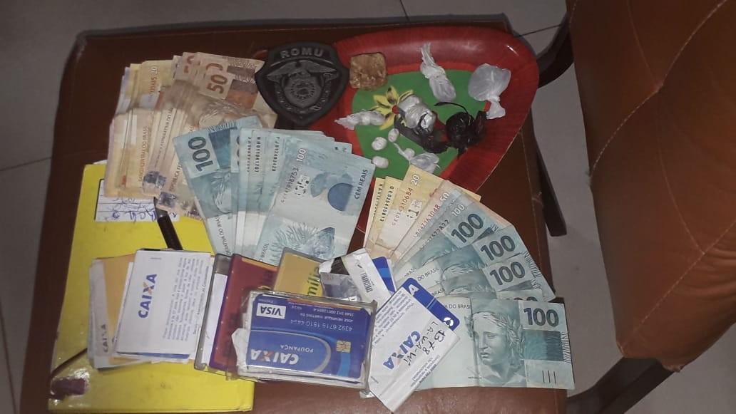 Dois homens são presos com cartões e drogas no Jardim Petrópolis em Petrolina - Notícias - Plantão Diário