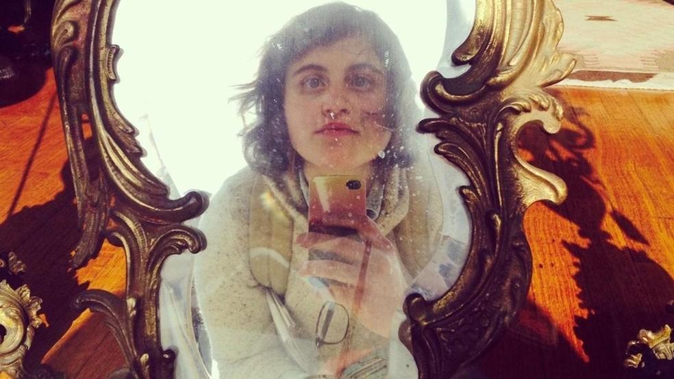 """A revista Wired chamou a crítica cultural Alicia Eler de """"semiótica da selfie"""" por causa de suas análises sobre os efeitos políticos e sociais das selfies (Foto: Alicia Eler)"""