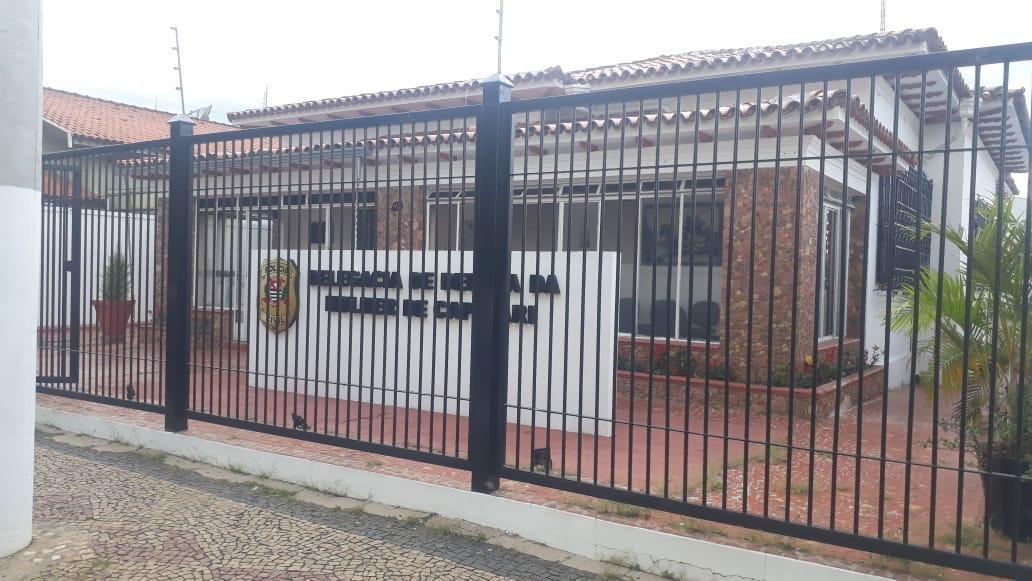 Suspeito de esfaquear ex e amiga é preso após ser agredido por moradores em Capivari
