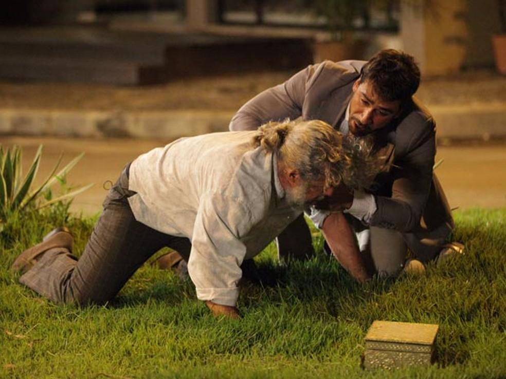 Plano de Enzo e Pereirinha para roubar tesouro acaba em susto e tragédia — Foto: Globo