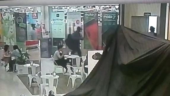 Homens armados roubam celulares de loja no shopping Jaraguá em Araraquara