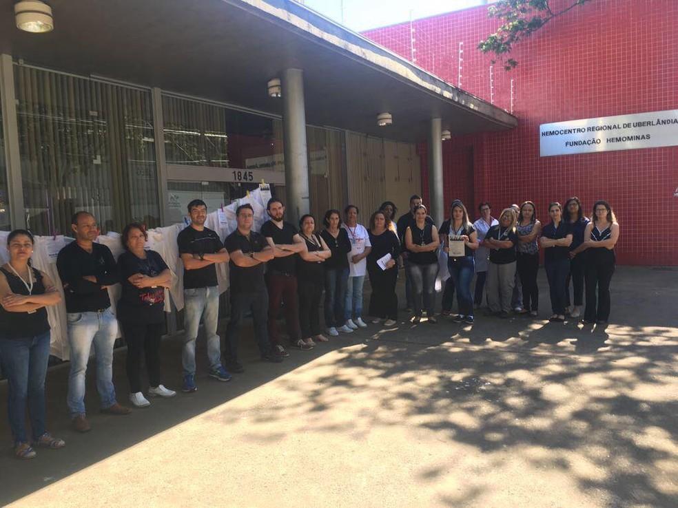 -  Funcionários do hemocentro de Uberlândia fazem protesto contra atraso nos salários  Foto: Marcela de Faria Morais/Arquivo Pessoal