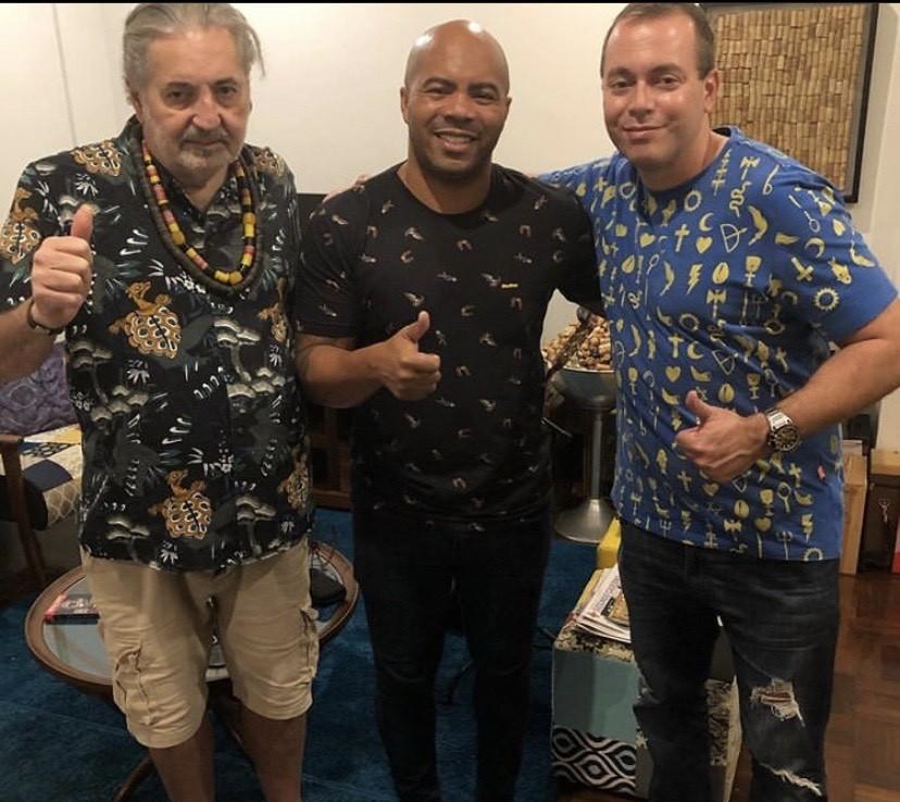 Moacyr, ao lado de Renato Thor, presidente da Tuiuti, e Cláudio Russo, seu parceiro de composições