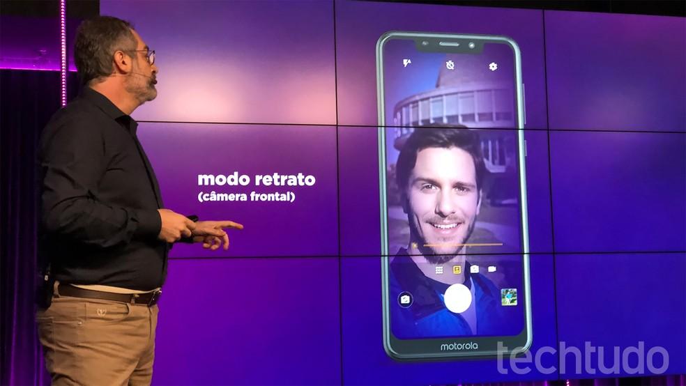 Motorola One tem Modo Retrato para selfies — Foto: Thássius Veloso/TechTudo