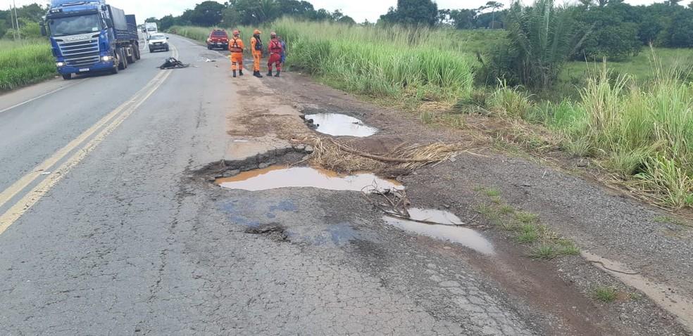 Buraco na pista que causou a morte de um empresário na BR-135, em São Luís — Foto: Divulgação/PRF
