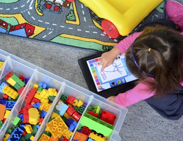 95% dos apps mais usados por crianças de até 5 anos contêm pelo menos um tipo de publicidade (Foto: Thinkstock)