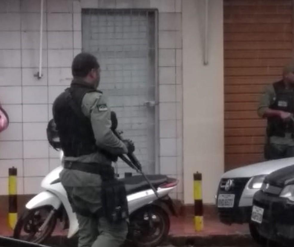 Policiais fazem buscas em Aliança, na Zona da Mata Norte, depois de sequestro de funcionário do Banco do Brasil  — Foto: Reprodução/WhatsApp