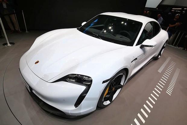 Porsche Taycan é o primeiro elétrico da marca (Foto: Raphael Panaro/Autoesporte)