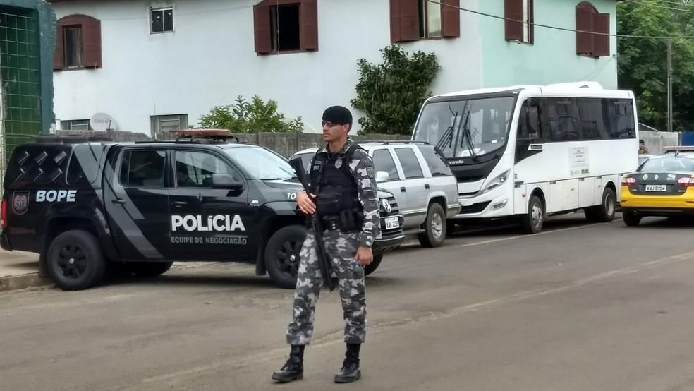 Bope de Curitiba conduziu as negociações em Pinhão (Foto: Victor Hugo Bittencourt/RPC)