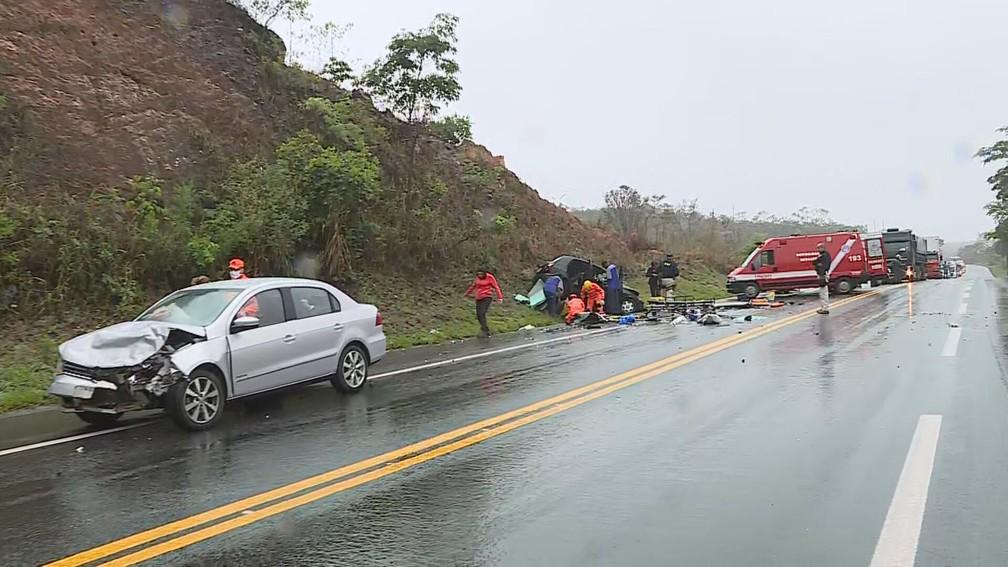 Acidente no distrito de Ravana, na Grande BH — Foto: Reprodução/TV Globo