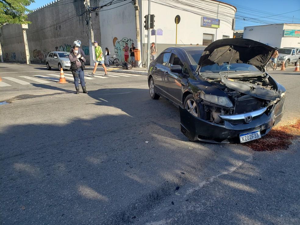 Acidente entre carro de passeio e ambulância deixa quatro feridos em Cabo Frio, no RJ — Foto: Roberta Camargo/Inter TV RJ