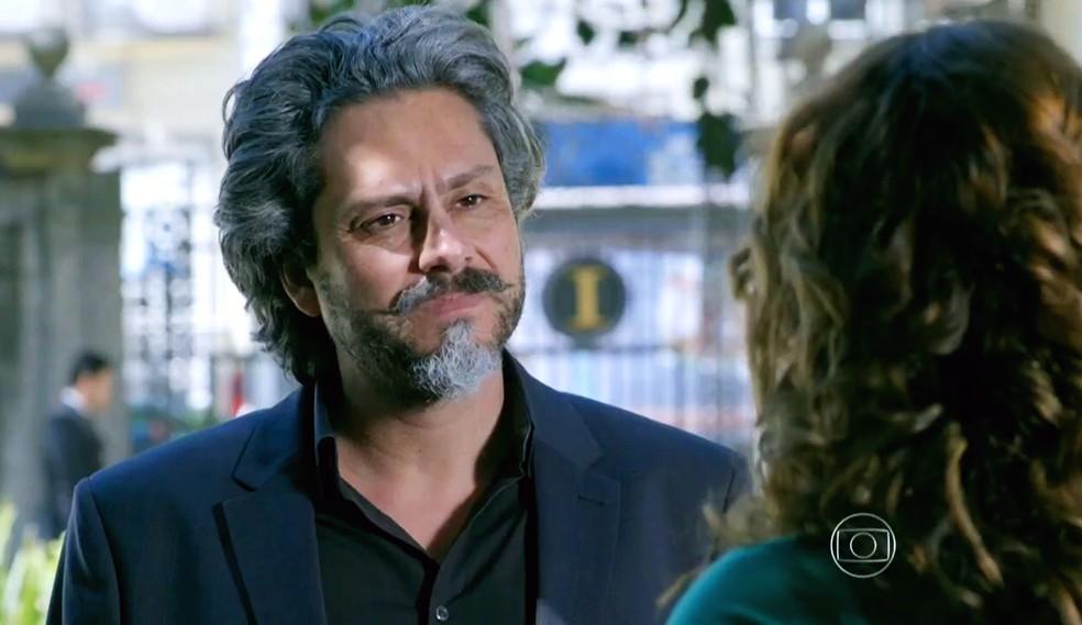 José Alfredo (Alexandre Nero) se identifica com jeito estourado de Cristina (Leandra Leal) - 'Império' — Foto: Globo