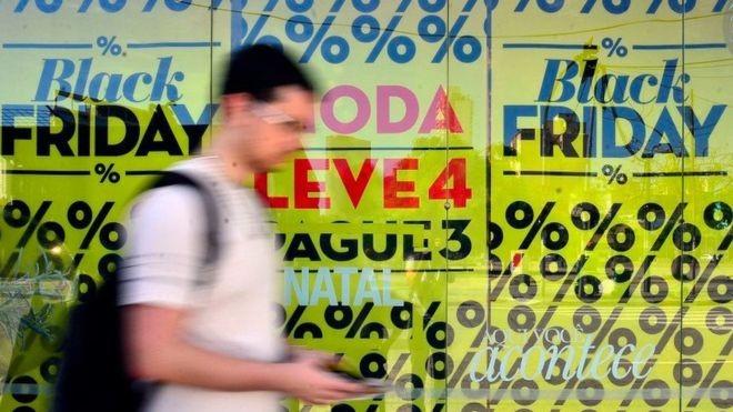 Expectativa é que a Black Friday movimente R$ 2,43 bilhões em 2018 só com compras feitas pela internet, aponta pesquisa (Foto: ABR via BBC)