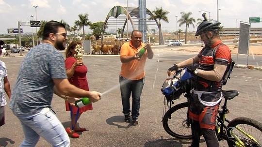 Compositor percorre 900 km de bicicleta para tentar entregar música a Gusttavo Lima