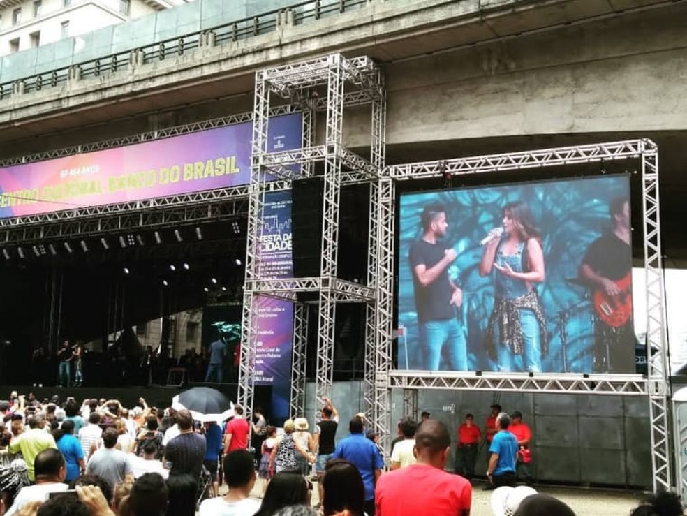 Ricieri faz tradução em Libras em show de Paula Fernandes — Foto: Arquivo Pessoal/Divulgação