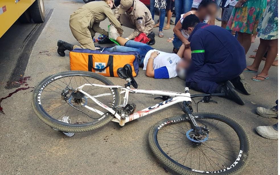 Uma estudante de 13 anos teve o pé esmagado pelo pneu de um ônibus nessa segunda-feira (11) em Sorriso (Foto: Rafael Souza/Portal Sorriso)
