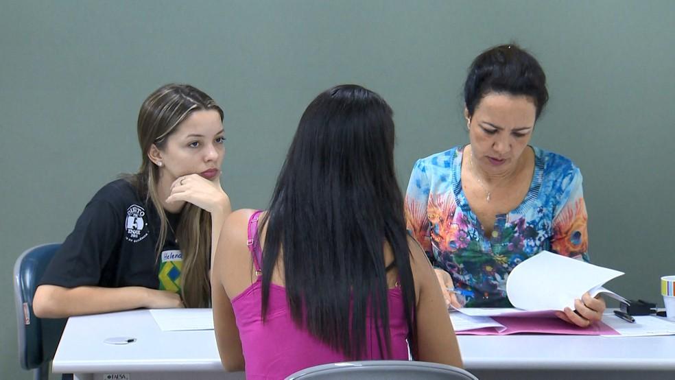 Estudantes de faculdade desenvolvem as ações em conjunto com o TJES — Foto: Reprodução/TV Gazeta