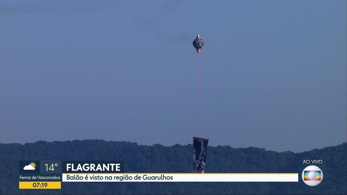 Balões passam perto de aviões em rota de pouso e decolagem em Cumbica; veja vídeo