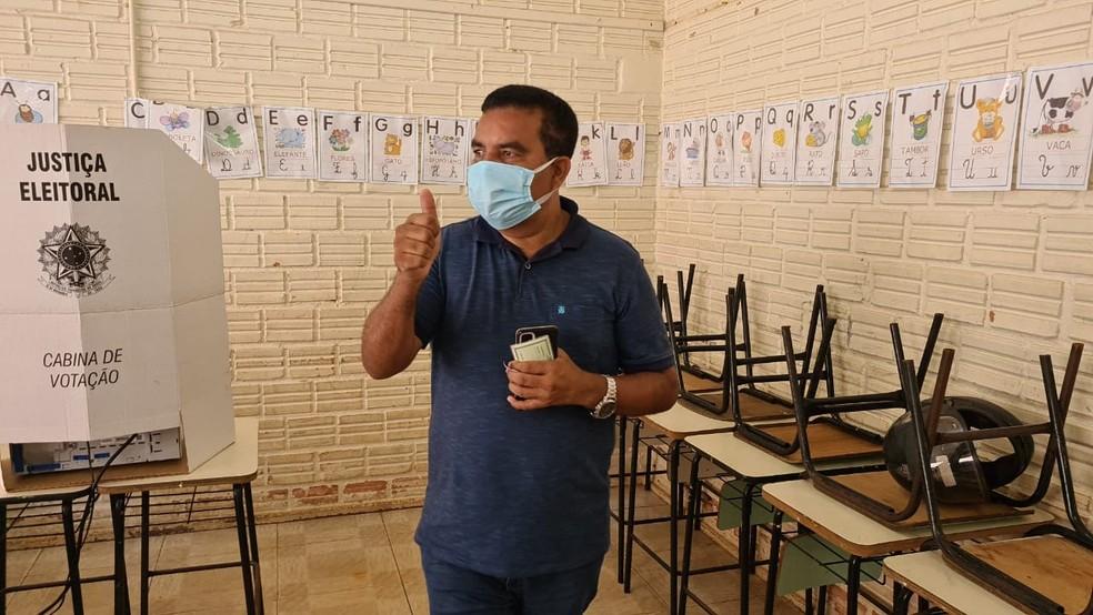 Eleições 2020: Candidato Lindomar Garçon vota em Porto Velho — Foto: Armando Júnior/Rede Amazônica