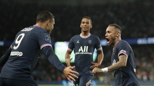 Neymar e Icardi celebram gol da vitória do PSG
